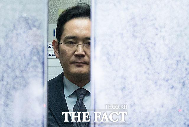이재용 삼성전자 부회장이 내일(18일) 오후 2시 특검팀에 소환돼 첫 조사를 받는다. /문병희 기자