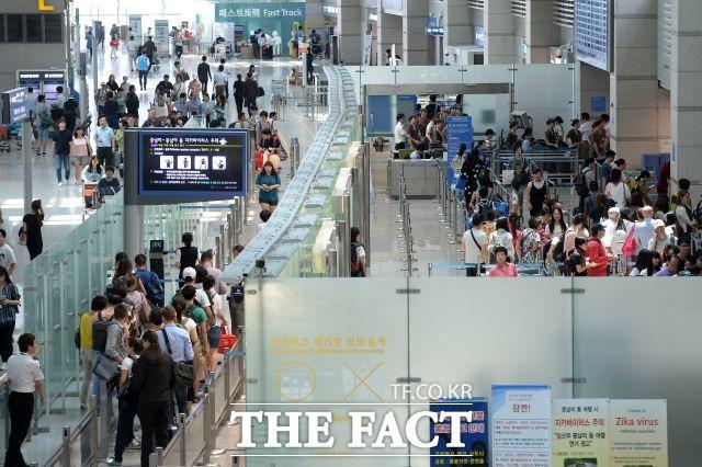 인천공항 제2여객터미널 면세사업자 1차 심사에서 DF1~2 두 구역은 롯데면세점과 신라면세점이 복수 사업자로 선정됐다. /더팩트 DB
