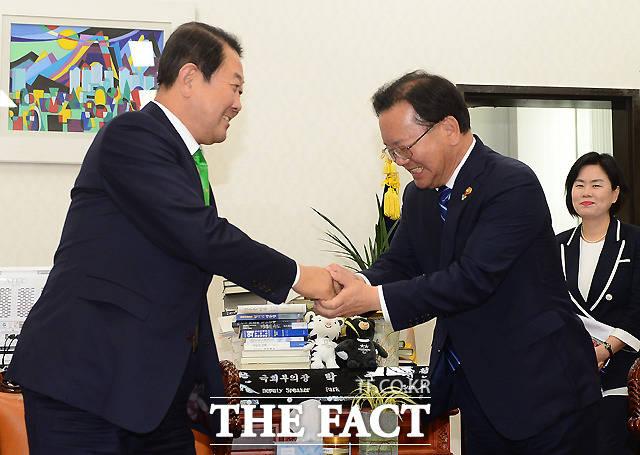 박주선 국민의당 비상대책위원장 예방