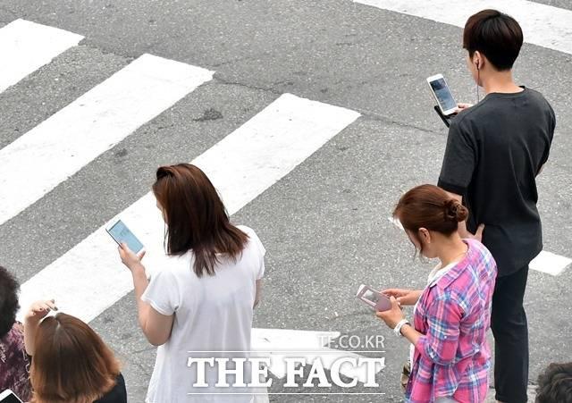 한국통신사업자연합회가 운영하고 있는 스마트 초이스에서 통신사 미환급액 조회, 단말기지원금 조회 등의 서비스를 제공하고 있다. /더팩트 DB