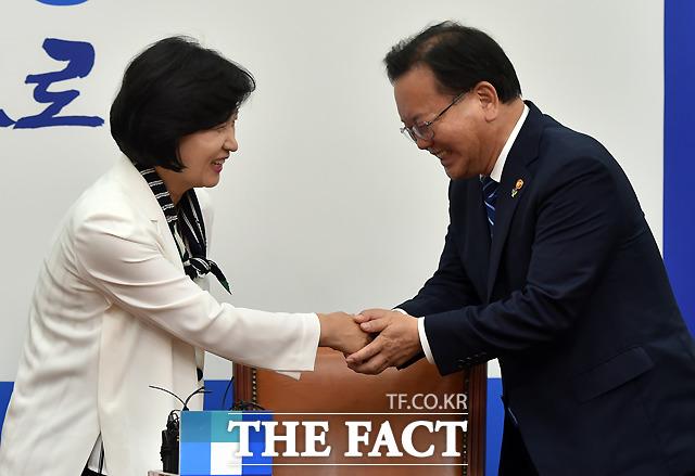 추미애 더불어민주당 대표 만난 김부겸 장관